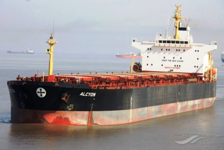 Diana Shipping sells Panamax and signs charter contracts for bulker duo