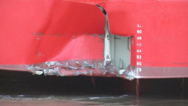 Car Carrier Thames Highway damaged while maneuvering in Bremerhaven