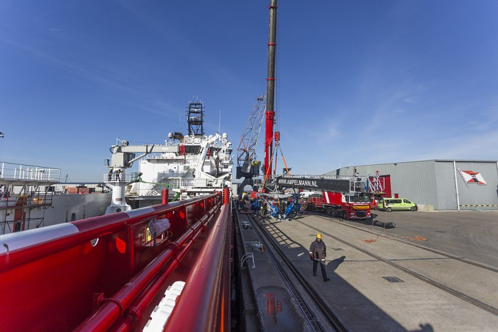 Wagenborg's W2W ERRV Blue Queen fitted with Ampelmann gangway