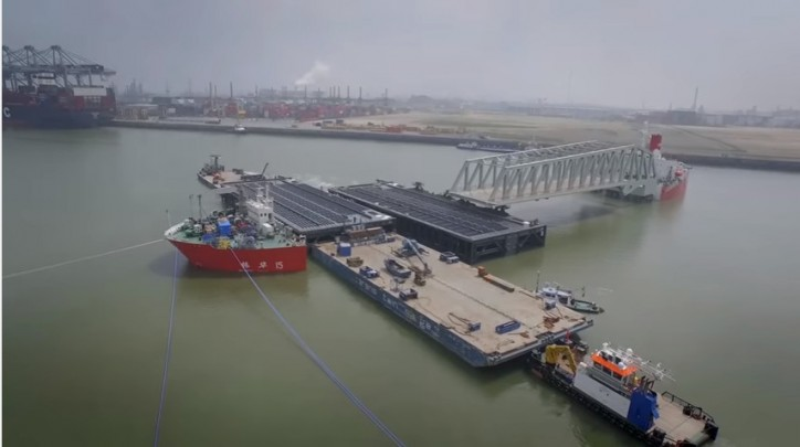 Video: Installation of four lock doors and 2 bridges of the Kieldrecht lock, Antwerp Port