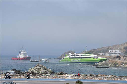 Tinos Port Authority dispatched boats at the incident location to transfer all passengers ashore