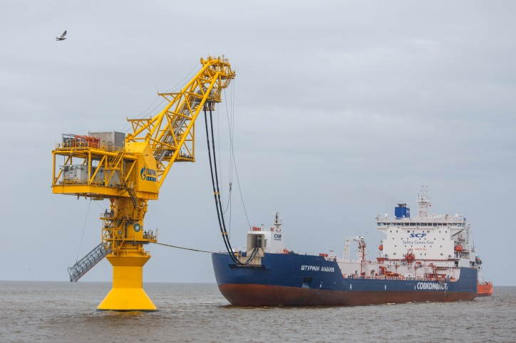 Tanker Shturman Albanov carries her first cargo from Novy Port field to Murmansk