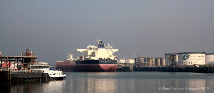 Largest ship ever arrives in Third Petroleum Harbour at Odfjell Terminals (Port of Rotterdam)