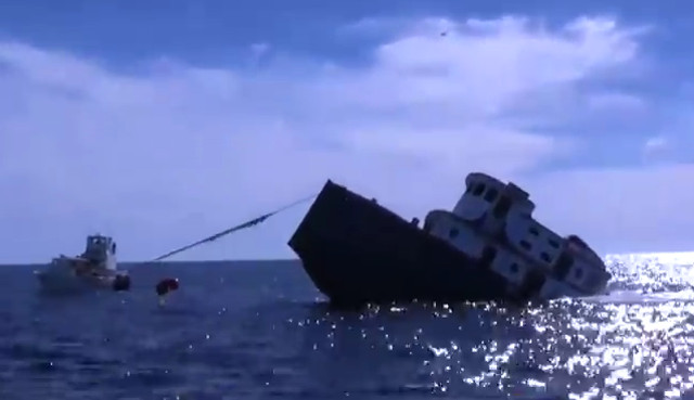 Tugboat sank as artificial reef in the Gulf of Mexico (Video)