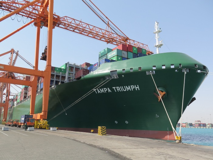 14,000 TEU boxship Tampa Triumph makes maiden call at GULFTAINER's Northern container terminal in Saudi Arabia
