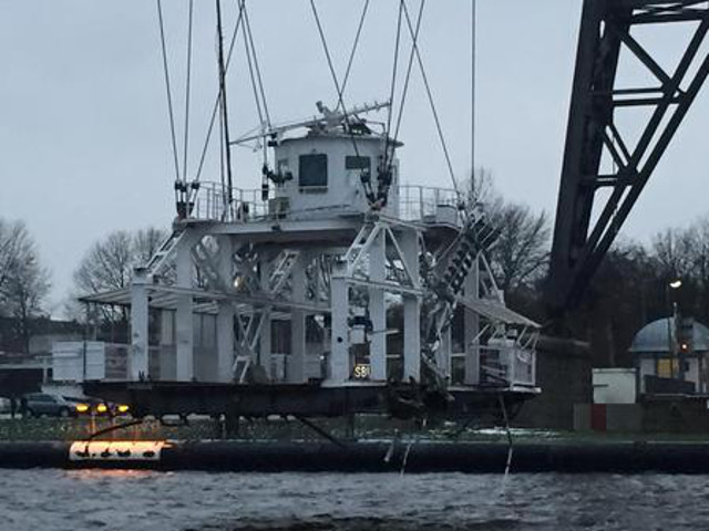 Transporter Bridge rammed by cargo ship Evert Prahm in Rendsburg, Germany (Video)