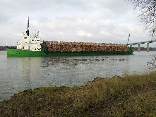 Cargo ship Nossan with 1-meter hole in the hull at risk of sinking off Trollhattan, Sweden