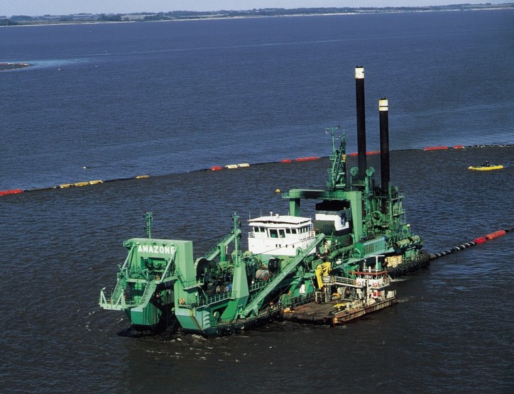 Deepening and maintenance dredging of Canal Martín García between Uruguay and Argentina awarded to a JV including DEME
