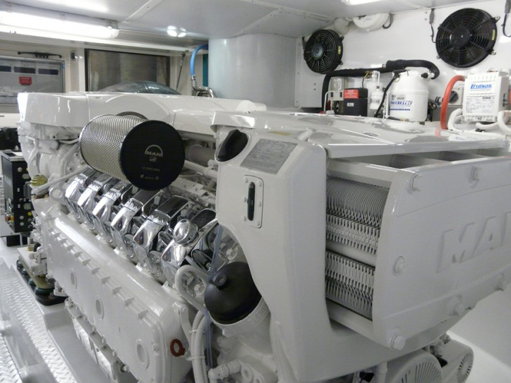 MAN V12-1900 engine