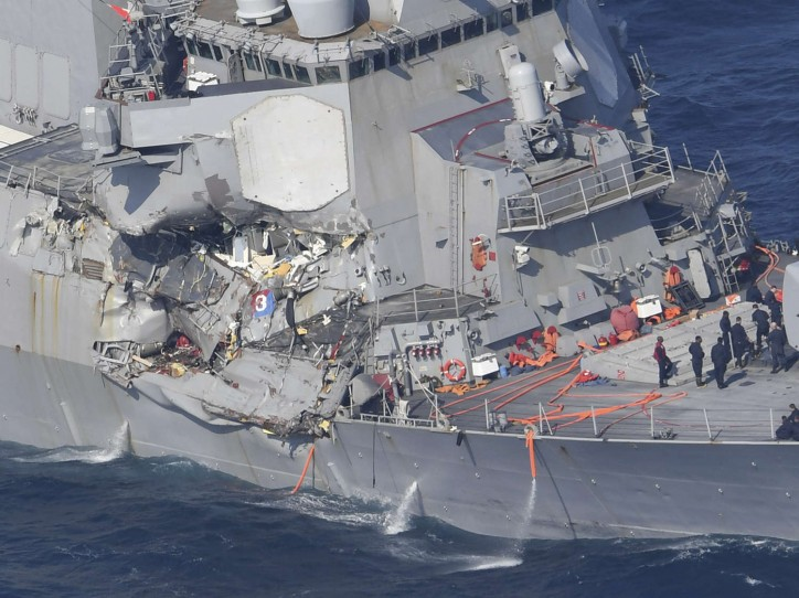 USS Fitzgerald in collision with containership ACX CRYSTAL off Yokosuka, Japan; Seven US sailors missing (Video)