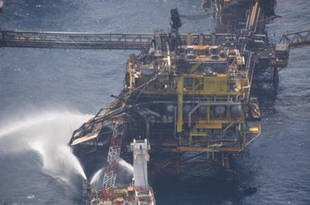 Explosion on Pemex oil rig in Gulf of Mexico, three inspectors evacuated