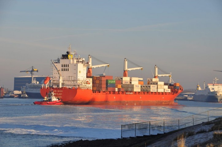 First ship via Verbrugge Terminals' new permanent shipping line with South America docks in North Sea Port