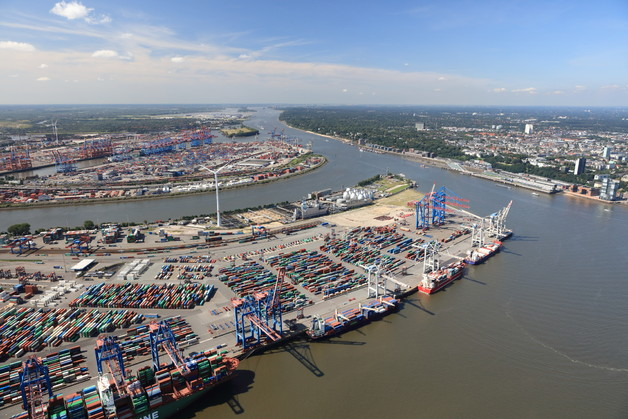 Port of Hamburg handles 104 million tons of seaborne freight in the first nine months
