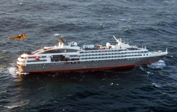 British Forces go to assistance of stricken cruise liner in the Falklands (Video)