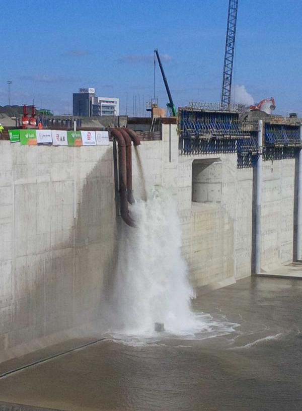 World's Largest Lock in Antwerp being pumped in with water