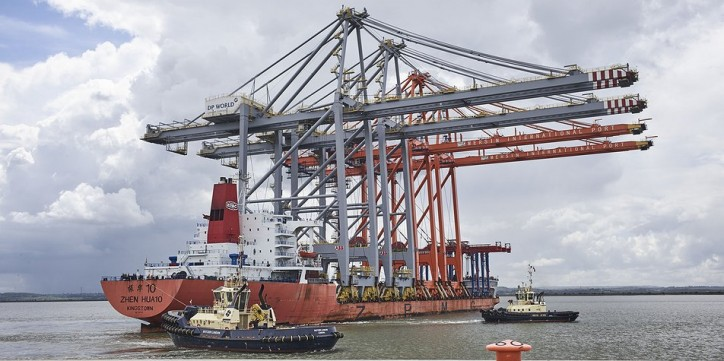 http://www.londongateway.com/news/press-releases/enormous-quay-cranes-brought-river-thames-third-berth-uks-new-logistics-hub/