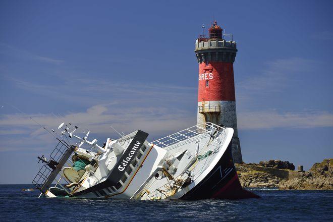 Celacante sinks off Pierres Noires