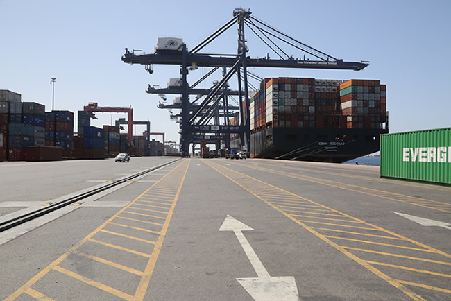 SOHAR breaks container throughput record