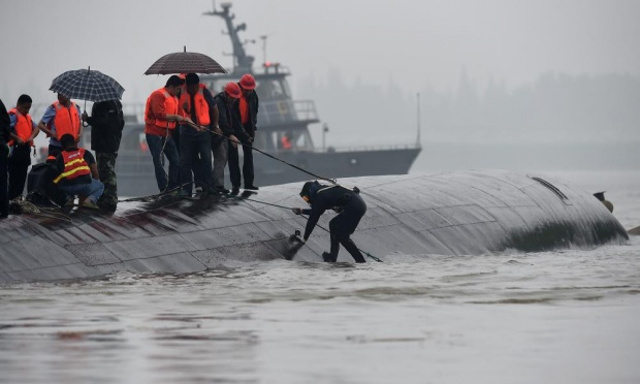 Chinese ferry sinks in Yangtze river with more than 400 missing