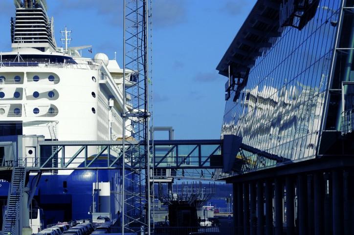 Norwegenkai shore-based ship power plant inaugurated (Video)