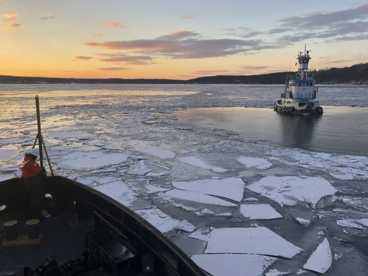 U.S. Coast Guard responds to two vessels beset by ice in Hudson River