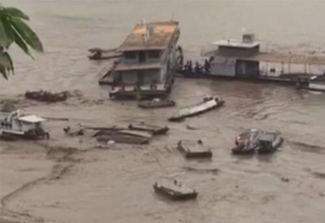 16 vessels sunk after landslide near Daning River in China