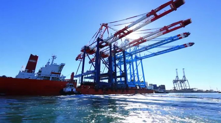 New Cranes Delivered to Port of Long Beach (Video)