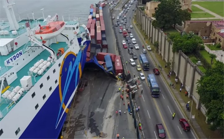 Ferry KYDON crashed into a pier at Santo Domingo (Video)