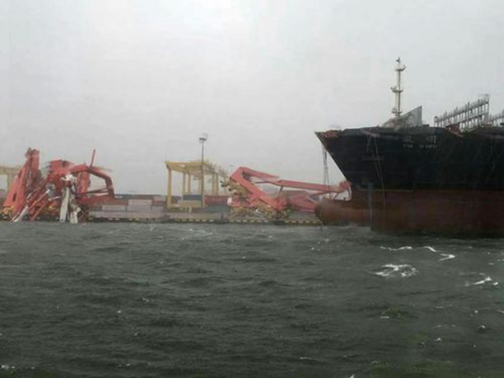 Vessels in Kaohsiung Harbor break loose during Typhoon Meranti (Videos)