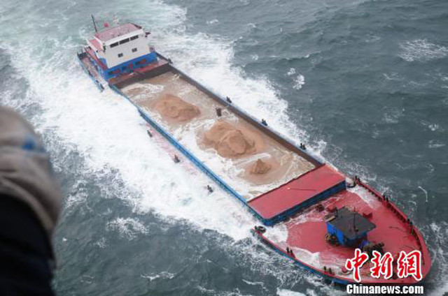 Five vessels in distress, two sunk, 26 crewmembers rescued in the Bohai Sea, China