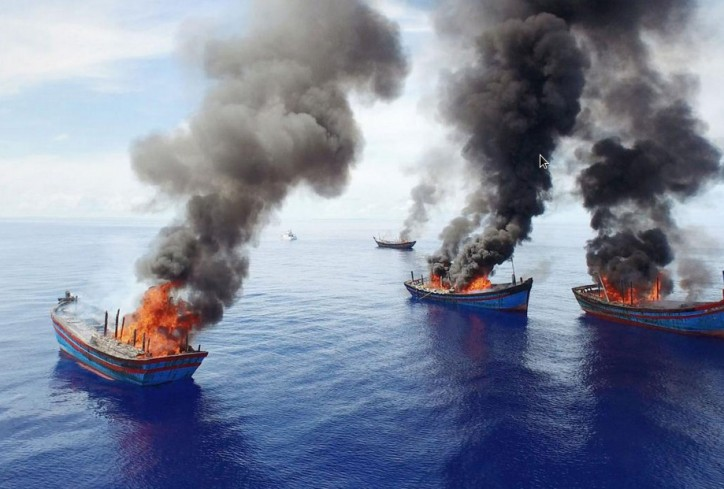 Palau Burns fishing boats to deter illegal fishing