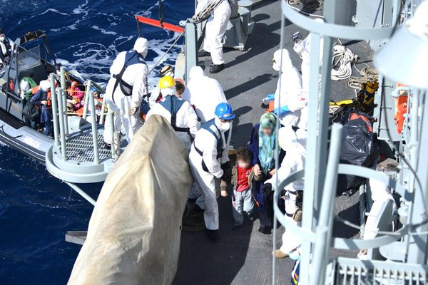 Spanish frigate Canarias rescues over 500 refugees from fishing boat off Libya