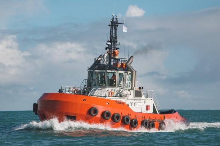 The new 25 metre harbour tractor tug Kinaki arrives home to Port Taranaki
