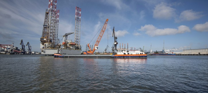 Van Oord's LNG-powered crane vessel Werkendam starts its first job