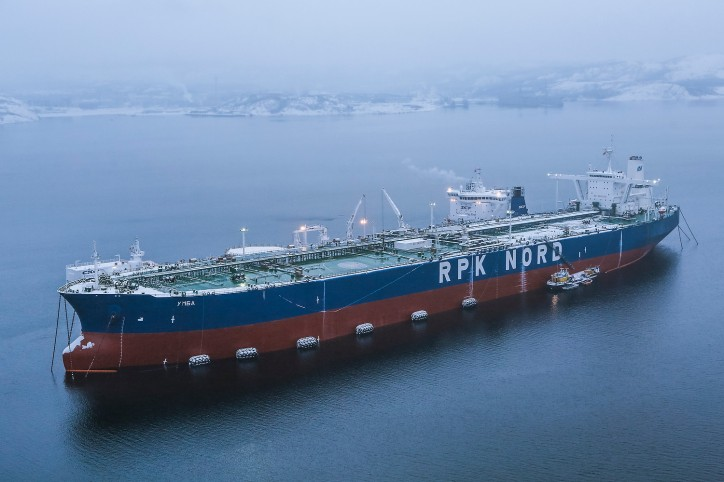 The Umba Very Large Crude Carrier (VLCC) is a moored oil transhipment complex with a total cargo capacity of around 300,000 tonnes, able to accommodate the simultaneous berthing of vessels on both sides.