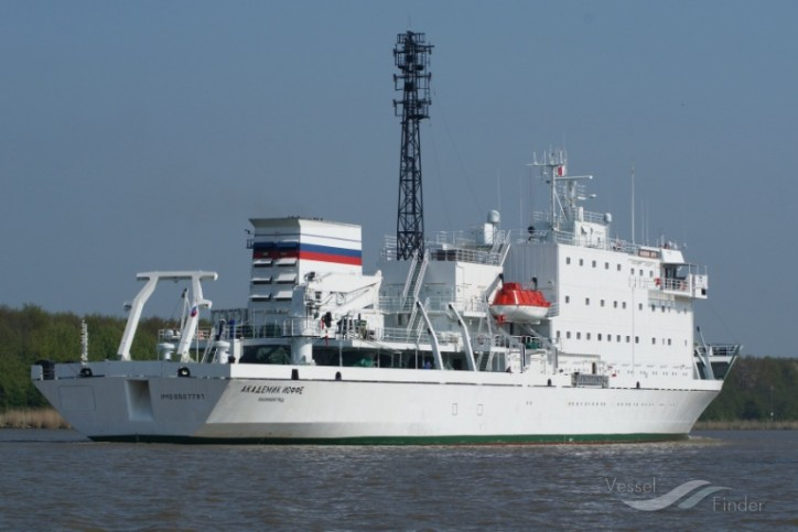 Passenger Ship Runs Aground In The Arctic Vesselfinder