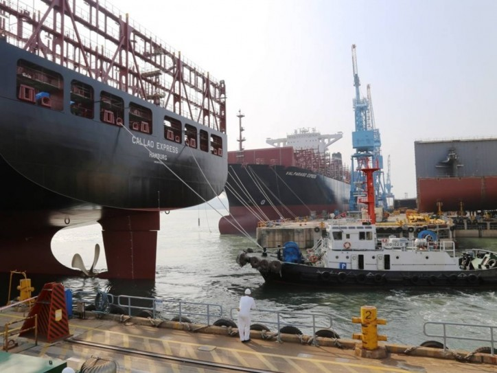Hapag-Lloyd: First Two Newbuildings Leave Dock in South Korea