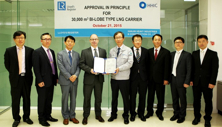 Jim Smith, Regional Marine Manager, North Asia, LR, awarding Approval in Principle to MT Yoon, Executive Vice President and head of design, HHIC