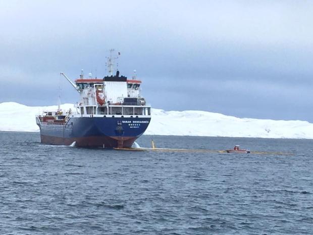 Massive diesel fuel spill from Canadian tanker of Salluit, Quebec