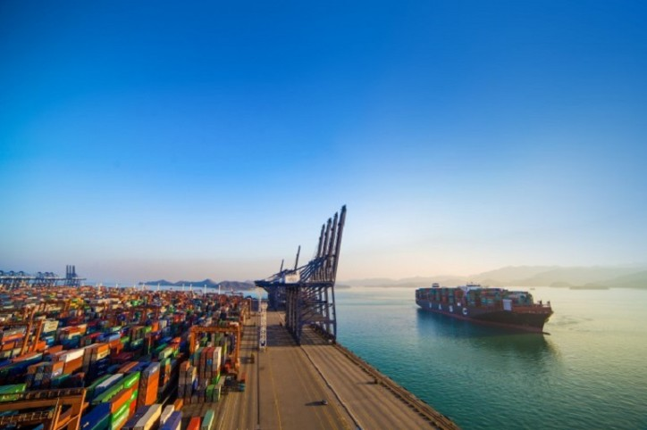 MAN Energy Solutions signs a contract for the conversion of a 15,000 TEU container vessel to dual-fuel operation