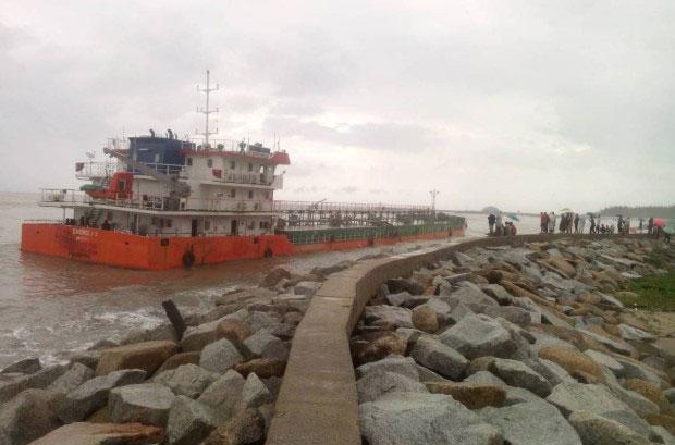 Srikandi 515 washed ashore
