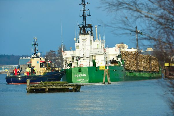 Cargo ship Nossan with 1-meter hole in the hull at risk of sinking off Overby, Sweden