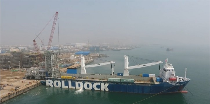VIDEO: Transportation of the modules for Shell's new Solvent DeAsphalter on board RollDock Sky