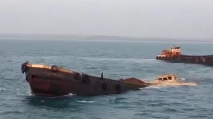 Goa barge sinks off Maharashtra coast, India (Video)