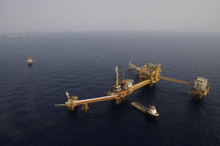 Gas leak forces Pemex to evacuate 85 workers from offshore platform