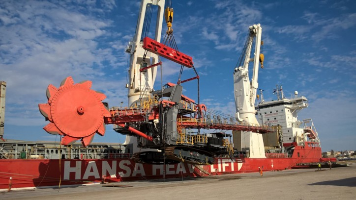 Hansa Heavy Lift transports huge shiploader from Belgium to Angola (Video)