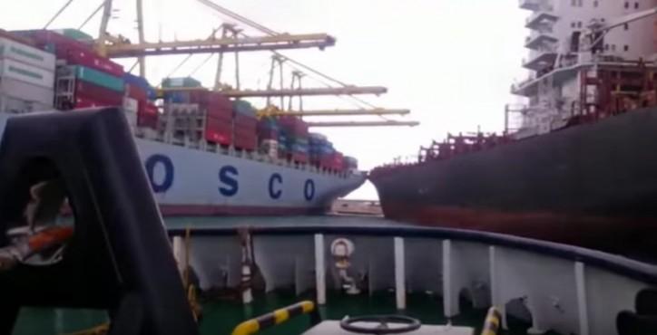 Tugs prevent boxships collision in Valencia (Video)