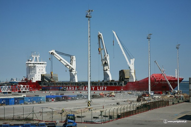 On 2 May, the HHL Fremantle ship called at the Port of Gdansk, delivering the first STS container cranes for the DCT terminal's T2 quay, which is currently under construction.