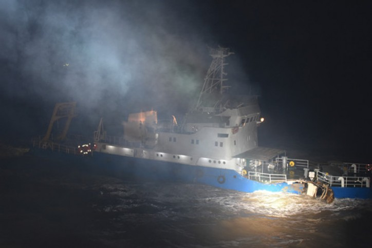 Containership MSC Luciana collides with Chinese freighter Sulianhaiji 0118 in the Bohai Sea (Video)