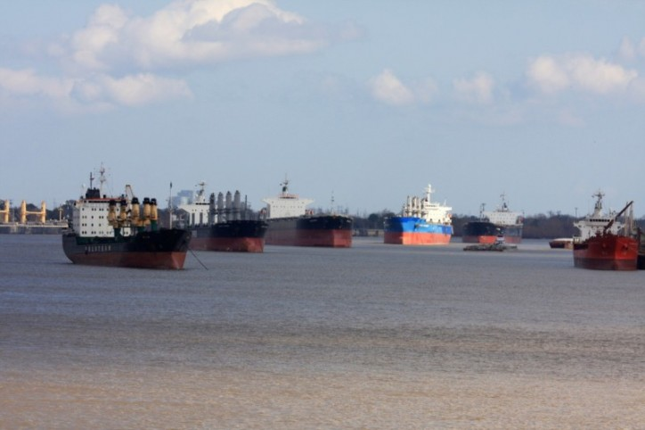 Commodity Slump Puts Dry-Bulk Shipping on Hold